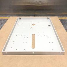 製作実績 – マシニング加工事例 溶接後のサイドフレーム SPCC(冷延鋼板)